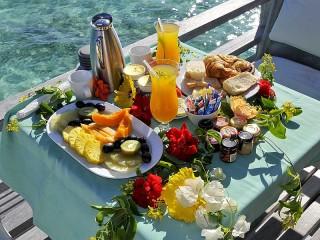 Собирать пазл Завтрак на палубе онлайн
