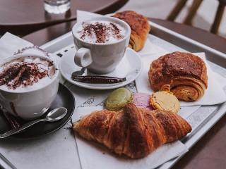 Собирать пазл Завтрак на подносе онлайн