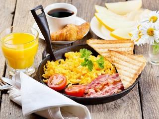 Собирать пазл Завтрак на сковороде онлайн