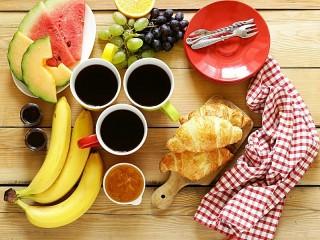 Собирать пазл Завтрак на троих онлайн