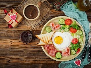 Собирать пазл Завтрак романтика онлайн