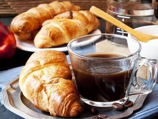 Собирать пазл Завтрак с кофе онлайн