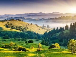 Собирать пазл Зеленые холмы онлайн