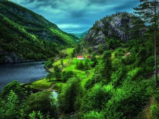 Собирать пазл Зелёная Норвегия онлайн