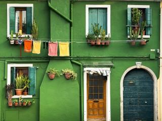 Собирать пазл Зелёный дом онлайн