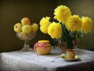 Собирать пазл Желтый натюрморт онлайн