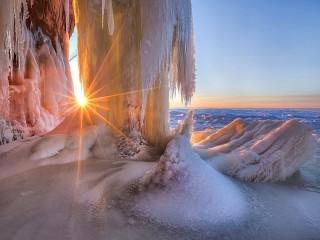 Собирать пазл Зимнее солнце онлайн