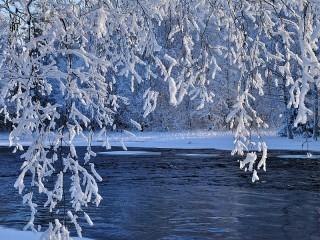 Собирать пазл Зимняя река онлайн