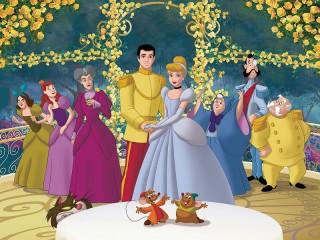 Собирать пазл Золушка с принцем онлайн