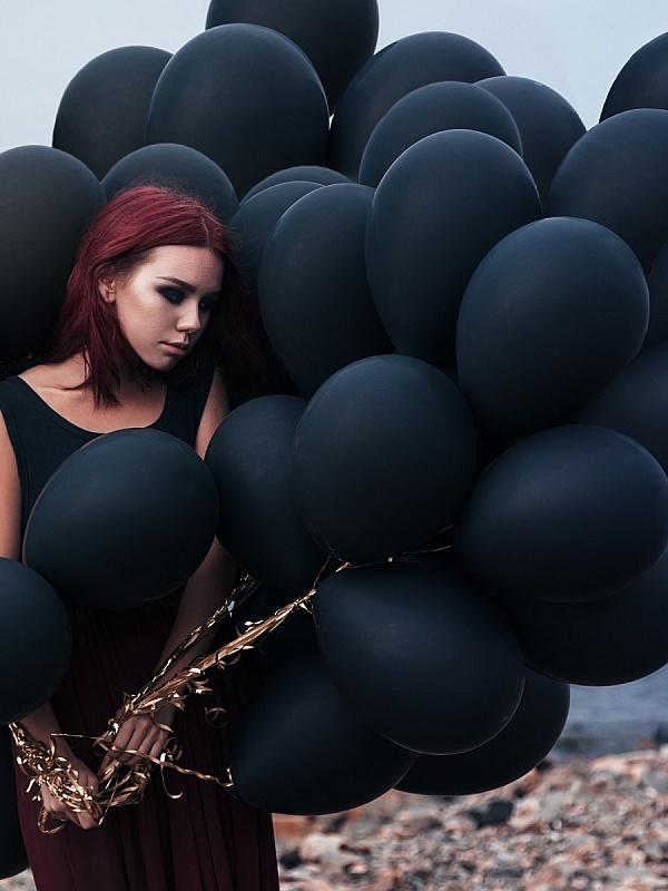 этого используют фото моделей с черными воздушными шариками бумага лежала